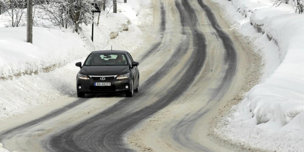 GOD PÅ SNØ: Vektfordelingen gir Lexus CT200h gøyale veiegenskaper på glatt føre.