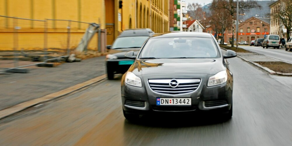 ELEGANTIER: Denne bilen kan de aller fleste tåle å bli sett i. Linjene er blant det flotteste Opel har levert.