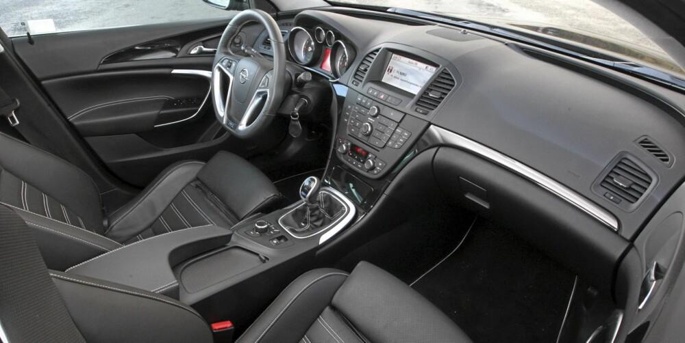PÅKOSTET: I testbilen finnes det meste av det beste opel kan by på av utstyr. Legg merke til sportssetene fra Recaro.
