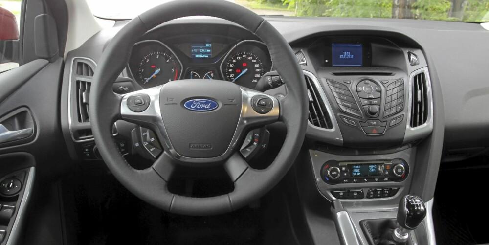 BEDRING: Den nye Ford Focus har en bedre opplevd kvalitet enn forrige utgave. De mange knappene på rattet (ekstrautstyr) krever litt tilvenning. FOTO: Terje Bjørnsen
