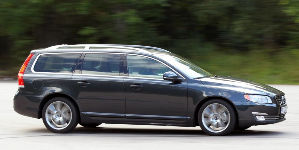GODE YTELSER: Sammenligner vi med tilsvarende store biler med rundt 140 hestekrefter, er ytelsene i V70 bedre enn snittet.