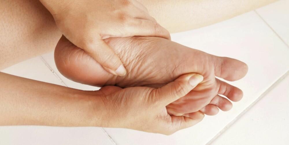 FORPLANTER SEG: Fotsmerter kan forplante seg til hofter, bekken, rygg og nakke.
