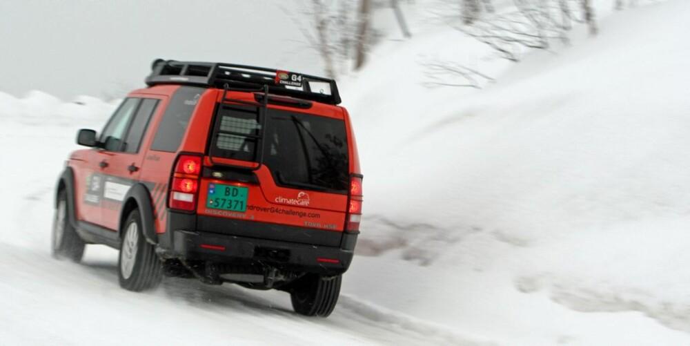KJØRER GODT: Selv om Land Rover Discovery er en stor og tung bil, kjører den bra.