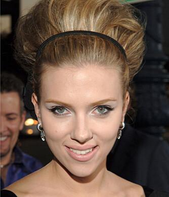 60-TALLS: Scarlett Johansson med tupert hår.