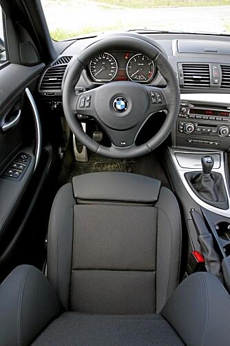 TYPISK BMW: Det føreren trenger, relativt traust innpakket.