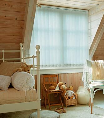 LUNT MEN RYDDIG: Lamellgardiner på soverommene er et godt alternativ til vanlige gardinsjal. Særlig der det er liten plass rundt vinduet, og gardiner naturlig vil ta mye av vindusflaten. Kjells Markiser.