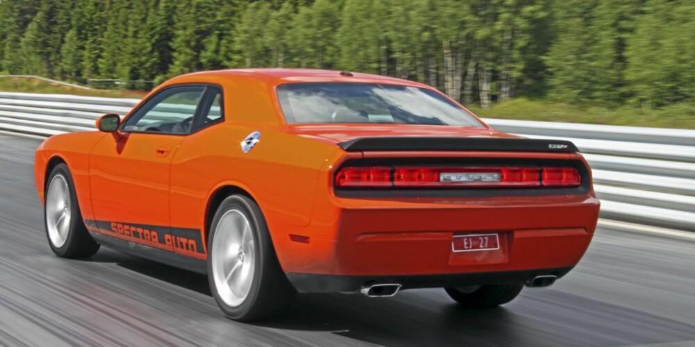 SKRIKENDE: Hvis du har en oransje Dodge Challenger må du regne med en del oppmerksomhet.