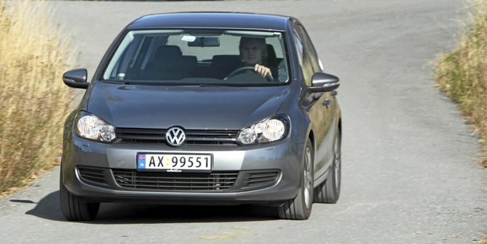 KJØRER BRA: VW Golf gir en tvers igjennom pålitelig kjørefølelse, der du hele tiden har god kontakt med hva som skjer under hjulene.