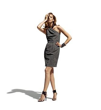 LEKKER KJOLE: Den asymetriske kjolen i grått, semsket skinn er en av stylistens favoritter.