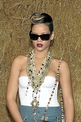 BESMYKKET: Rihanna fastslo at statementsmykker er trendy på Chanelvisningen i forrige uke.