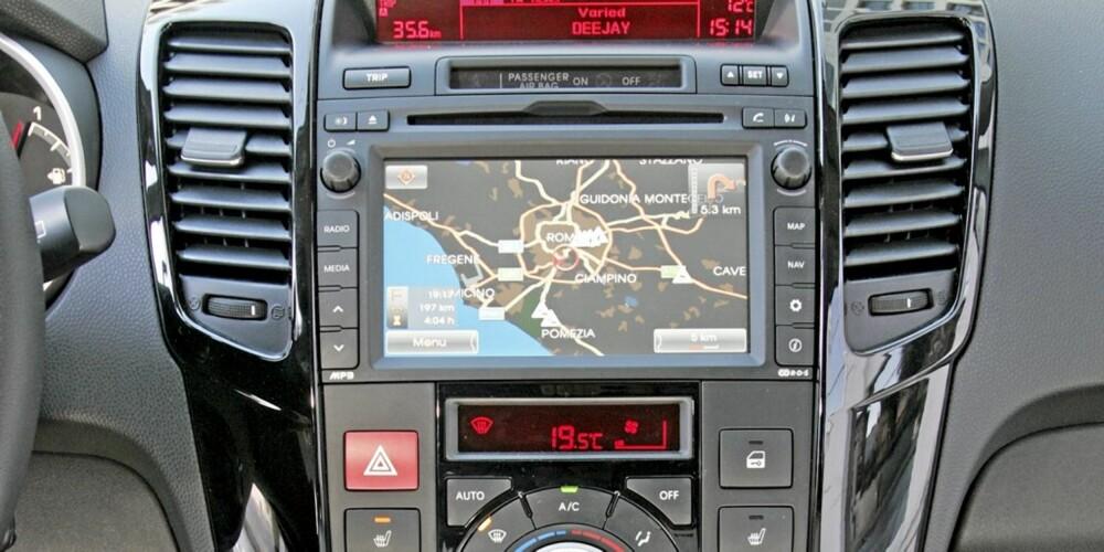 NÅ MODERNE NAVI: Navigasjonen i første generasjon Kia Ceed var en vits. Med fullsize touchscreen-anlegg har Kia tatt et langt skritt framover.