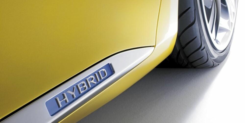 HYBRID: Lexus-konseptbilen er en konkurrent til de dyrere bilene i Golf-klassen. Hybriddrift gjør den svært interessant.