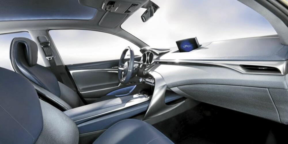 LUKSURIØS: LF-Ch er svært velutstyrt, samtidig har Lexus gjort mye for å gjøre førermiljøet så enkelt og oversiktlig som mulig.
