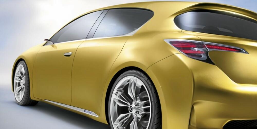 ILLUSJON: Den ser ut som en tredørs coupé, men har fem dører og god plass til fire personer.