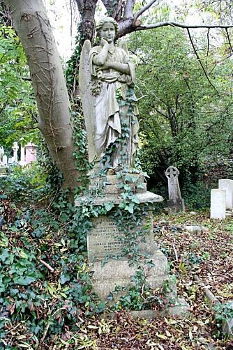 GAMMEL: Kirkegården består av to deler, east cemetery og west cemetery.