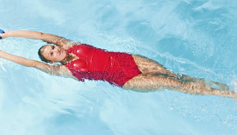 TRENING I VANNET: Benytt tida i svømmehallen til å komme i form.