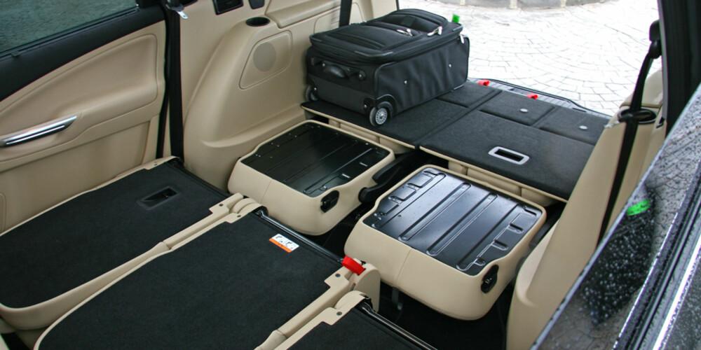 FOLD FLAT: Fords patenterte fold flat-system gjør Galaxy til en romslig varebil.