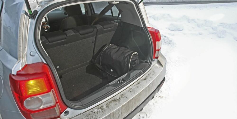 TAPER PLASS: Firehjulstrekksystemet stjeler verdifull plass og etterlater kun 305 liter bagasjeromsvolum.
