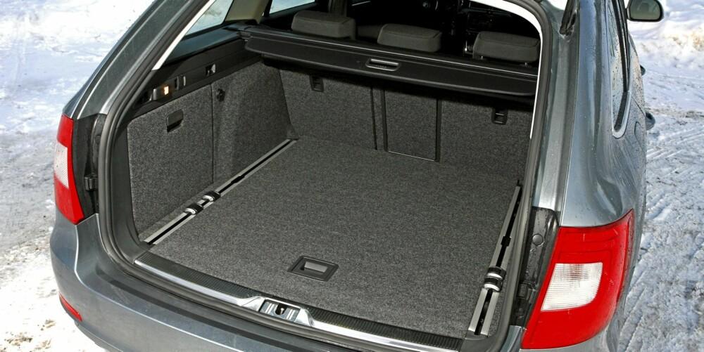 GEDIGENT: Bagasjerommet rommer godt over 600 liter, og må kun se seg slått av Mercedes E-klasse stv.
