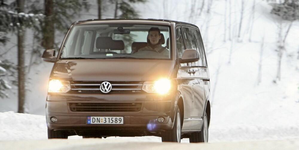 LETTKJØRT: På tross av størrelsen, er VW Caravelle lettkjørt. Vi liker også at den har så mye plass bak bakerste seterad.