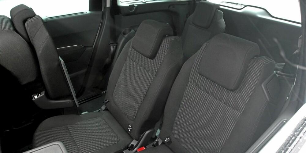 SVÆRT FLEKSIBEL: Seteløsningen er imponerende fleksibel; Peugeot 5008 byr på de fleste gode ideer de andre bilprodusentene har kommet med.