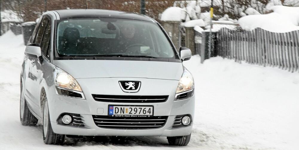 HERLIG DRIVLINJE: Med 1,6-liters dieselmotor har du nok av kraft; Peugeot 5008 oppleves som kvikk med den lille dieselen.