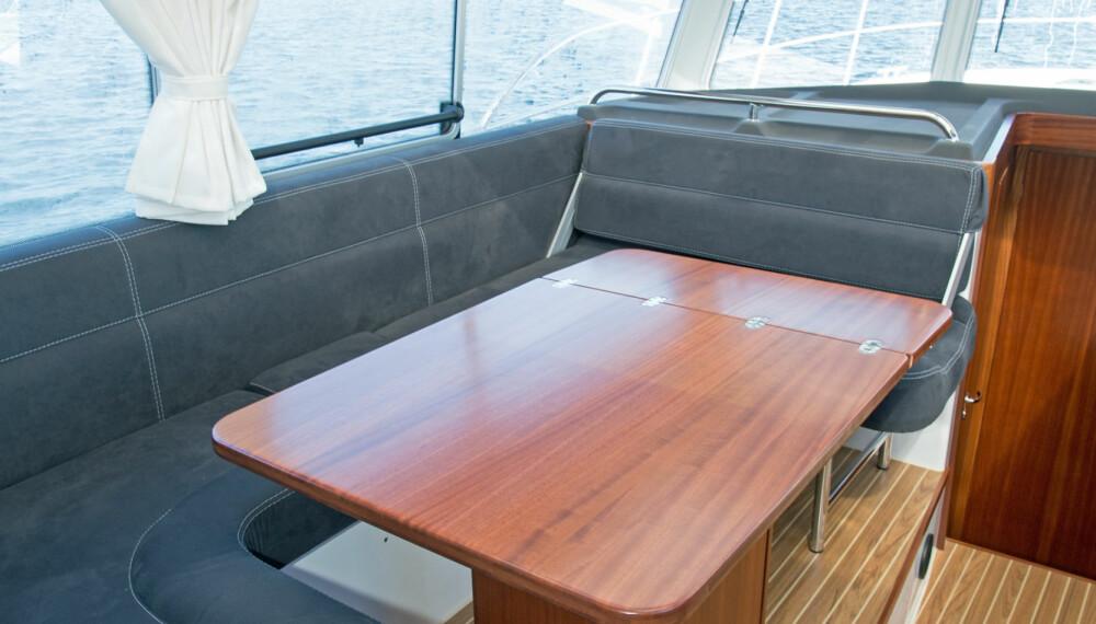 LUFTIG: Glasstakene gjør cockpiten mye lysere. (FOTO: Terje Bjørnsen og Viknes)