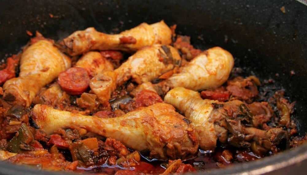 MIDDAGSTIPS: Lag kyllinggryte med chorizo til middag i dag.