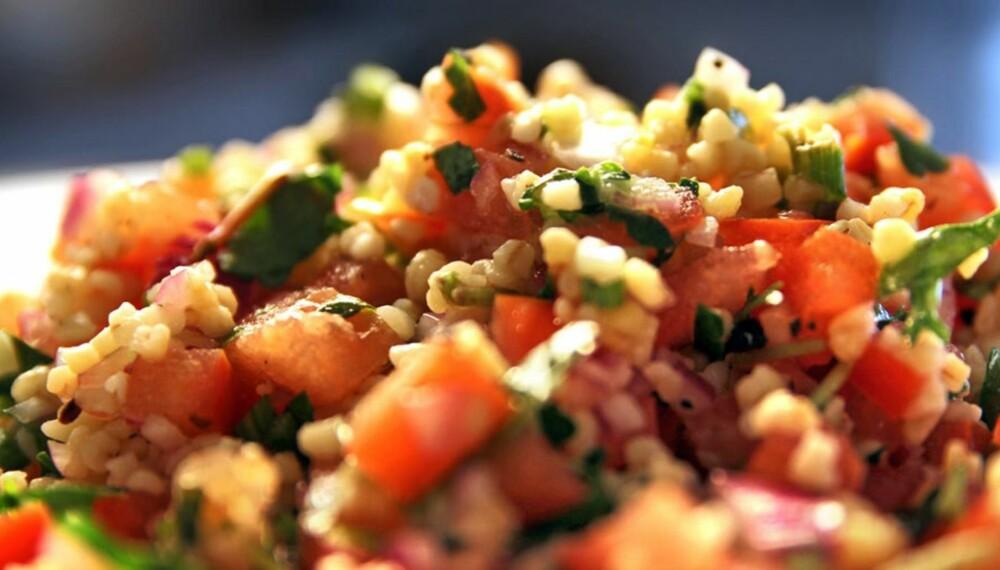 OPPSKRIFTER PÅ TABBOULEH: Slik lager du tabbouleh, salaten fra Levanten.