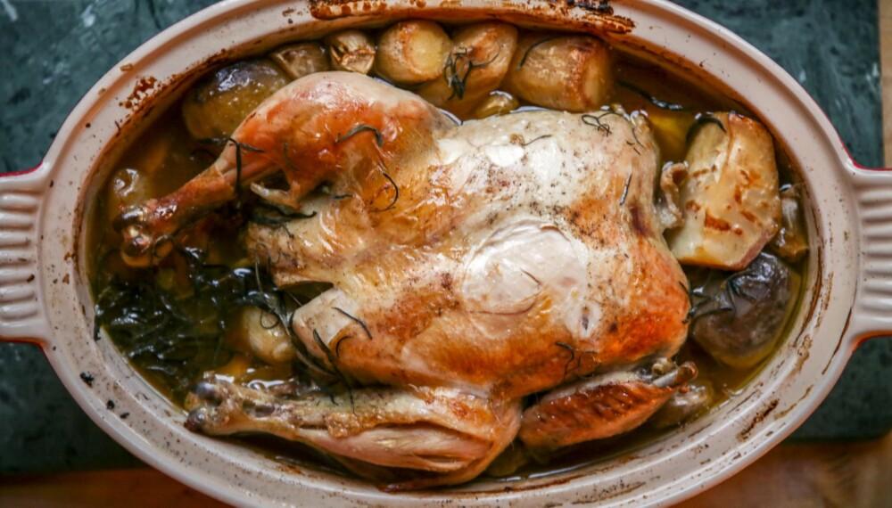 SAFTIG: Lettsaltet kylling i leirgryte.