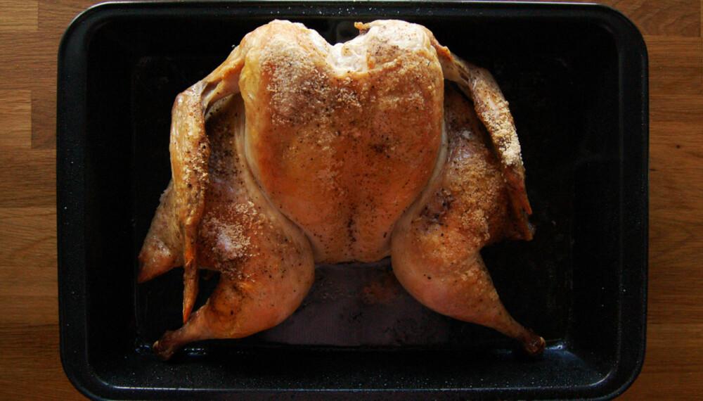 HELSTEKT: Kyllingen er brettet ut og stekt sprø og god.