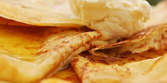 CREPES: Med sitrussaus og vaniljeis.