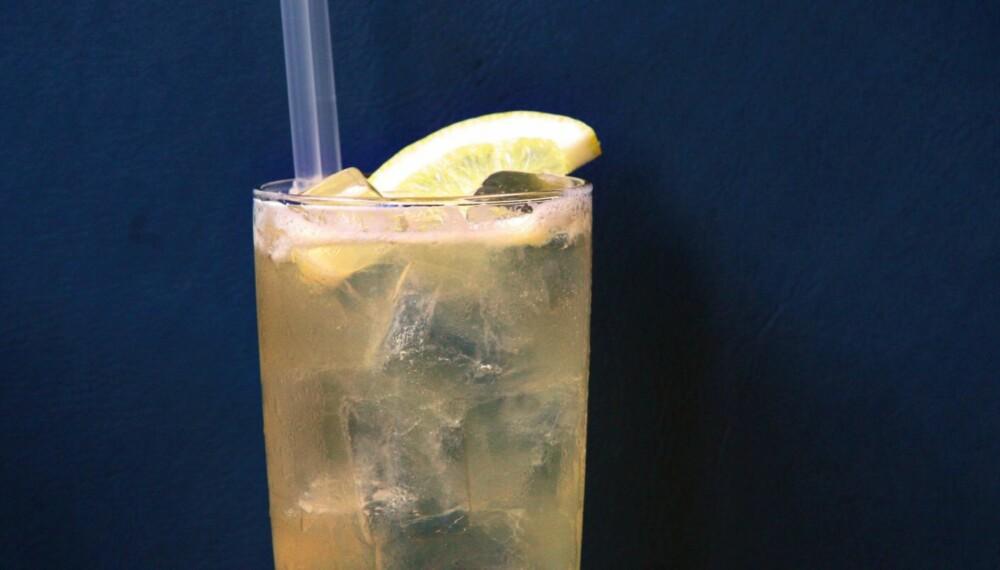 FRISK: Lynchburg Lemonade har en frisk, sursøt smak, men med en kompleks undertone fra det brune brennevinet.