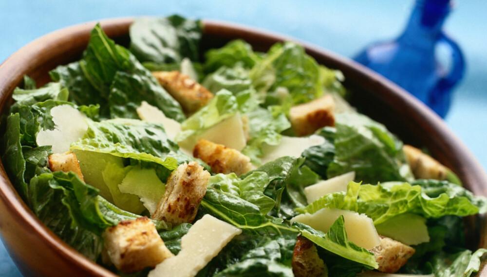 ENKELT OG GODT: Cæsarsalat består av få ingredienser, dressingen gjør underverker.