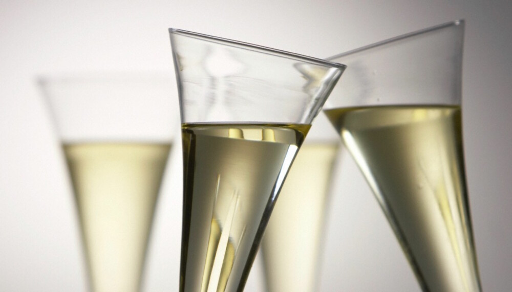 FRANSK: French 75 er en vri på en Tom Collins, hvor sodavannet erstattes med champagne.