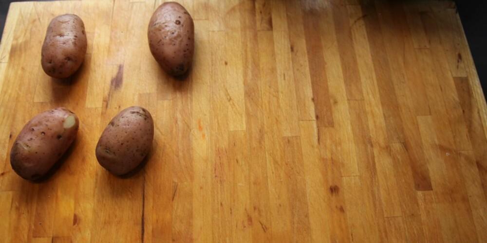 Du begynner med kjedelige, kokte poteter.