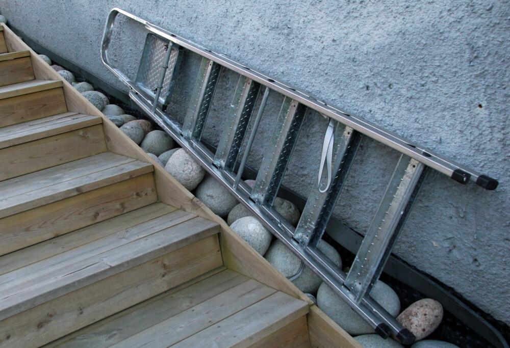 IKKE GJØR DETTE: Å la en stige eller lignende bli liggende utenfor huset når du er ferie, kan være en veldig fristende invitasjon til en innbruddstyv. (ILLUSTRASJONSFOTO: Alexander Berg jr.)