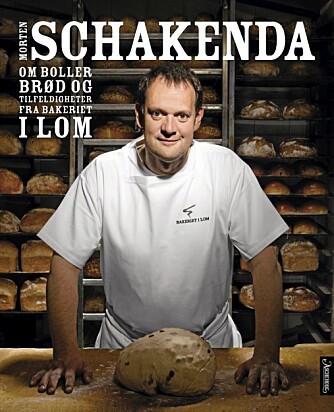Morten Schakendas nye bakebok fra bakeriet i Lom.