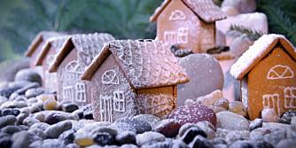 BÅTHUS: Bruk runde småstein til rullestein - eller aller best, mandler med overtrekk i naturfarger.