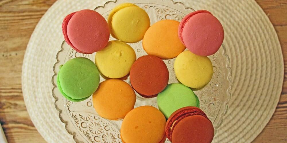 RESTAURANT I PROVENCE: Også petit fours er klassisk på den beste restauranten i Provence.