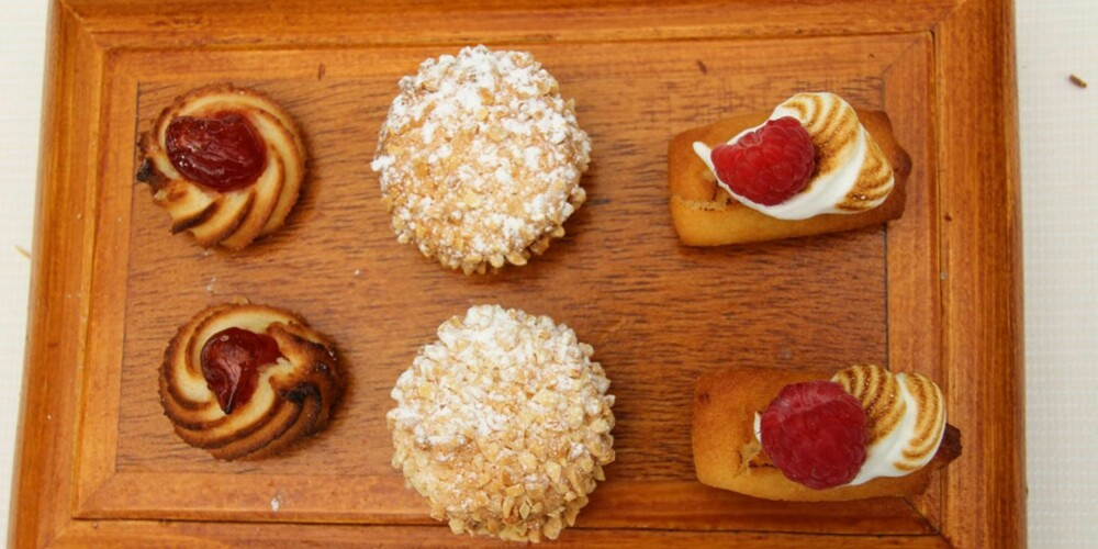 Petit four: Det blir nok søtsaker til kaffen på Chez Bruno i Provence.