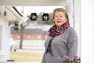 MINNER: Ranveig Solberg (61) husker kun glimtvis fra barndommen sin. Hun vet ikke hvorfor det er slik. Hukommelsen starter først ved barneskolealder. FOTO: Anne Elisabeth Næss.
