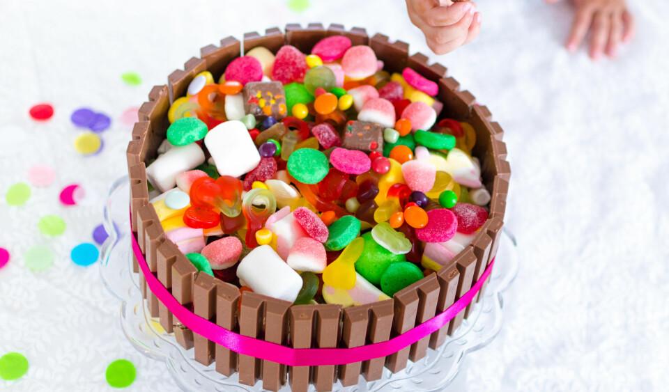 BARNEBURSDAGSKAKE: Kaker til barnebursdag kan være fancy og ukomplisert. Her får du én oppskrift til tre forskjellige, kule kaker! FOTO: Tanja Reine.