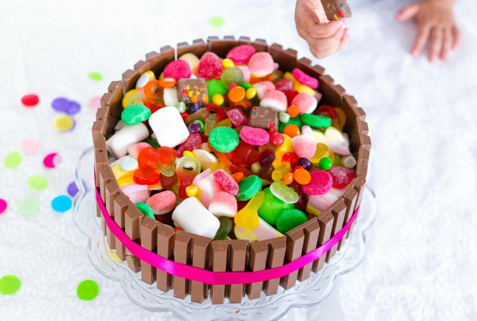 KVIKKLUNSJKAKE: Du trenger ikke bestille kake til barnebursdagen. Lag denne selv! FOTO: Tanja Reine.