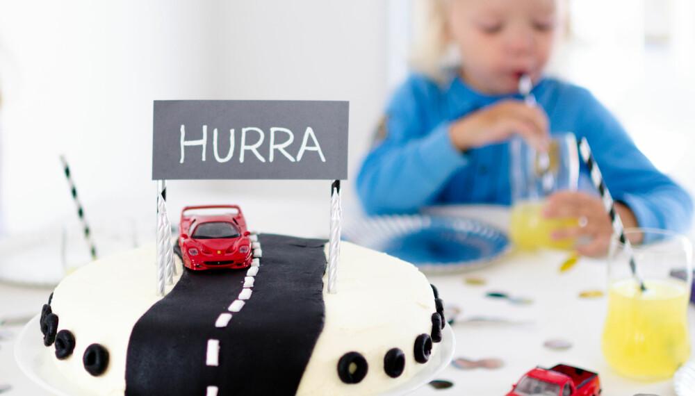KAKE TIL BARNEBURSDAG: Er bursdagsbarnet glad i biler? Denne kule kaken til barnebursdagen er en sikker vinner. FOTO: Tanja Reine.