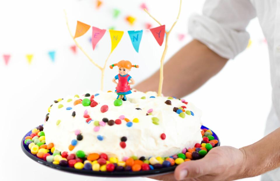 BARNEBURSDAGSKAKE: Her har får du én bløtkakeoppskrift og tre kaker! FOTO: Tanja Reine.