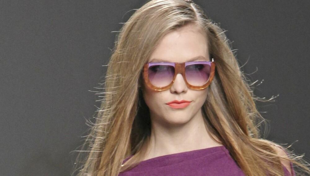 ALT OM VÅRMOTEN: Våren blir fargerik, både når det gjelder klær, sminke og tilbehør.