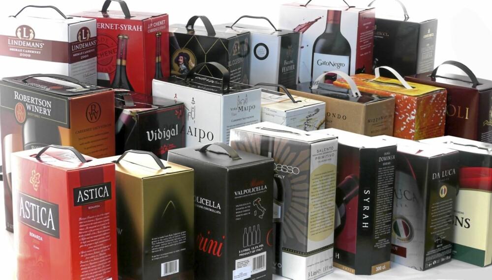 PAPPVIN: Test av rødvin på papp.