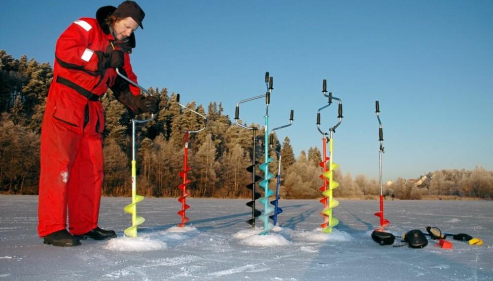 PRØVEBORING: Borene ble testet på 19 cm tykk stålis på Østensjøvannet i Oslo i midten av desember.