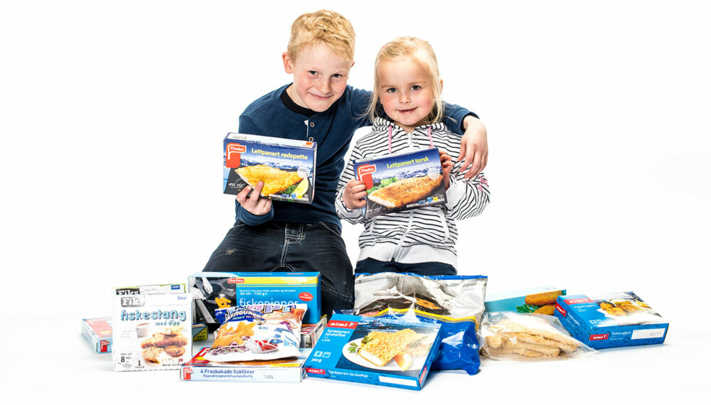 """SPIS FISK: Preben og Emma har """"fanget"""" en stor samling fiskepinner."""
